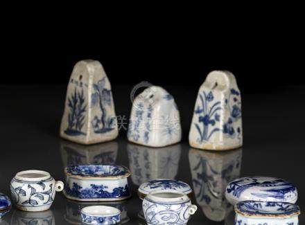 THREE BLUE AND WHITE PORCELAIN WEIGHTS, China, Qing dynasty - Minor traces of age