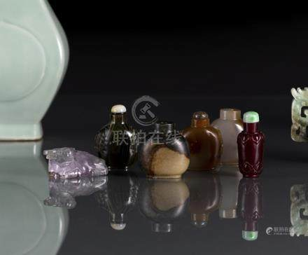A GROUP OF FIVE STONE, GLASS OR AGATE SNUFFBOTTLES AND A CRYSTAL CARVING OF AN BUFFALO, China, 19th/