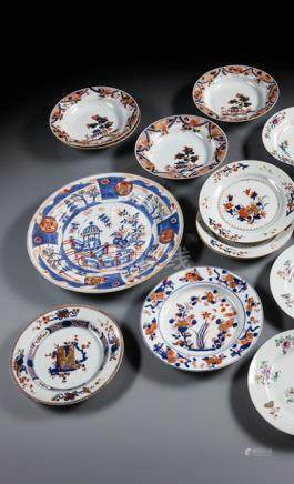 A GROUP OF TEN IMARI-STYLE EXPORT PORCELAIN PLATES AND DISHES, China, 18th ct. - Part. slightly chip
