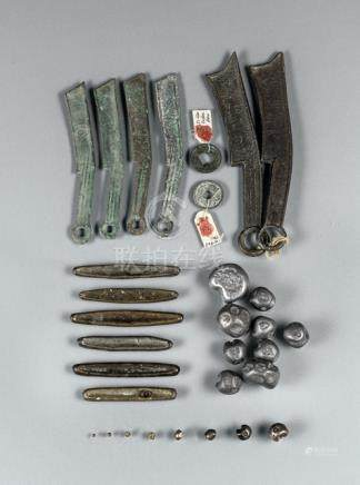 A GROUP OF COINS AND BARS, China, Ming/Qing dynasty - Partly corroded, slightly chipped