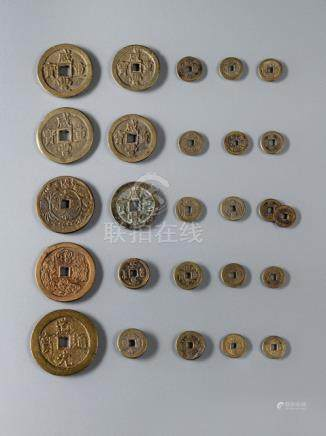 A GROUP OF 26 COPPER AND BRONZE COINS AND CASH, China, Qing dynasty - Property from an old German no