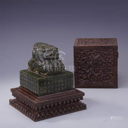 CHINESE SPINACH JADE DRAGON IMPERIAL SEAL IN HARDWOOD ZITAN CASE