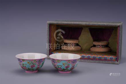 PAIR OF CHINESE PORCELAIN FAMILLE ROSE FLOWER BOWLS