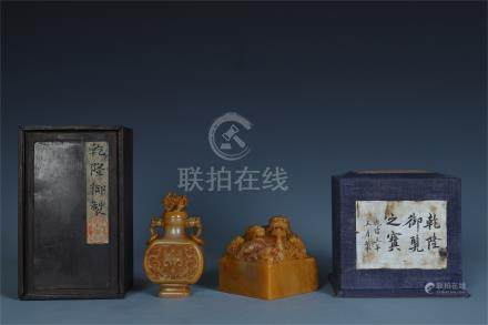 TWO CHINESE TIANHUANG STONE DRAGON SEAL AND VASE