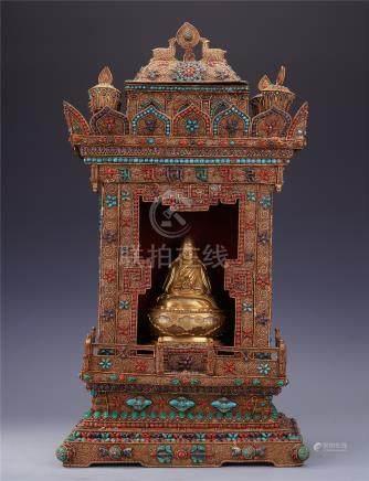 TIBETAN GEM STONE INLAID SEATED TSONGKHAPA IN TOWER NICHE