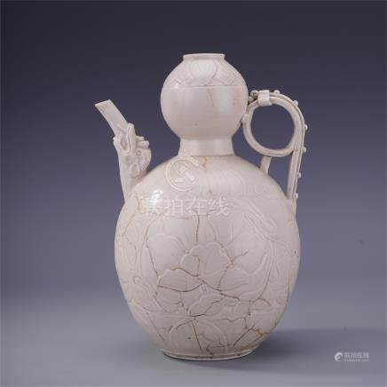 CHINESE PORCELAIN DING WARE WHITE GLAZE FLOWER ENGRAED KETTLE SONG DYNASTY