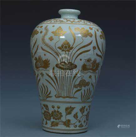 CHINESE PORCELAIN WHITE GROUND GOLD PAINTED FLOWER MEIPING VASE