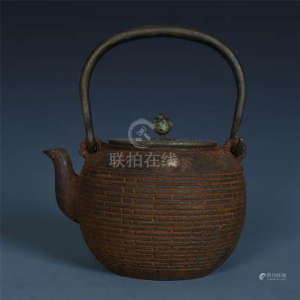 JAPANESE IRON LONG HANDLE TEA POT