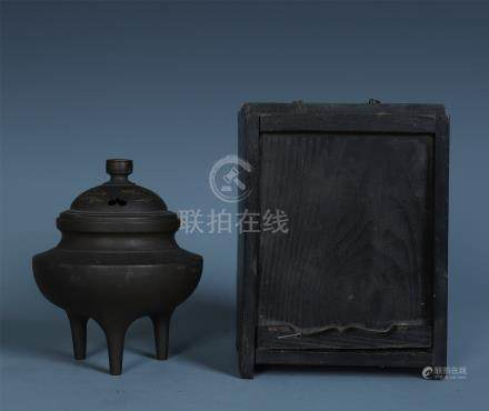 CHINESE BRONZE LIDDED TRIPLE FEET CENSER