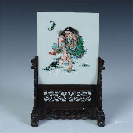 CHINESE PORCELAIN FAMILLE ROSE PLAQUE INLAID ROSEWOOD TABLE SCREEN