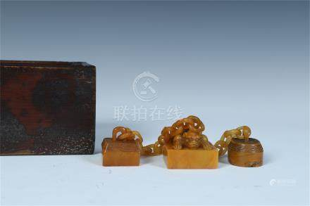 THREE CHINESE TIANHUANG STONE LINKED SEALS