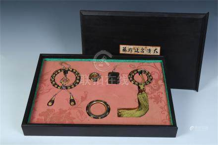 A SET OF CHINESE GILT SILVER AGALWOOD BEAD BUDDHIST BRACELET BANGLE ARCHER'S RING ABSTIANANCE PLAQUE