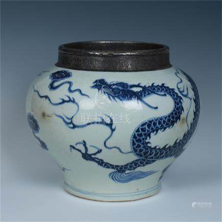 CHINESE PORCELAIN BLUE AND WHITE DRAGON JAR SILVER MOUNTED