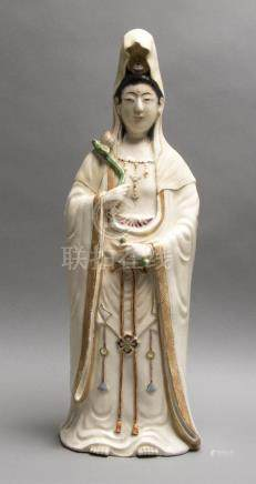 Statuette de Guanyin en porcelaine polychrome de K…