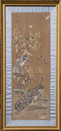 Broderie sur soie à décor naturaliste sur fond bei…