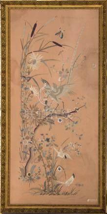Broderie sur soie à décor naturaliste sur fond ros…