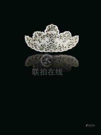 明 白玉螭龍靈芝紋頭飾來源:法國私人珍藏,於1910-1911年間購自中國,現家族珍藏