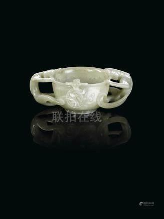 約十七世紀 青玉螭龍紋盃來源:法國私人珍藏,於1910-1911年間購自中國,現家族珍藏