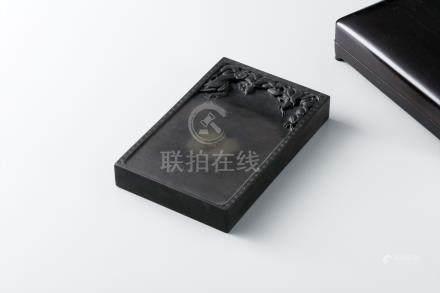 端溪桃子砚 (紫檀盒)
