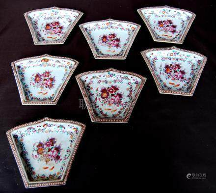 Set of seven hors d'oeuvres dishes in the 18th century Chinese style, each of tapering form with