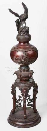 Gr. Weihrauchbrenner, Bronze, Japanspätes 19. Jh. Rot/braun patinierte Bronze. 3-tlg. reliefierter