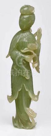 Guanyin, China wohl um 1900.Jade, vollrd. geschnitzt. Standfigur in traditioneller Darstellung m.