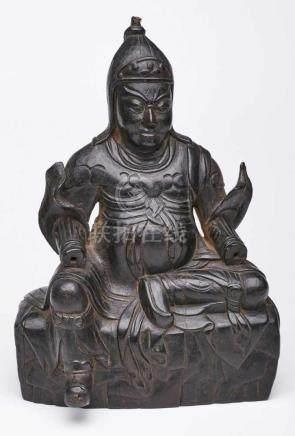 Wächter, China, wohl Ming-Dynastie 17. Jh.Sandelholz, vollrd. geschnitzt u. schwarz gefärbt. Auf