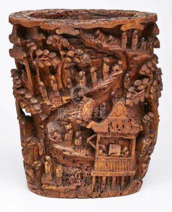 Vase mit Berglandschaft, China wohl 18. Jh.Bambus, vollrd. geschnitzt u. lasiert. Wandung