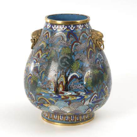 """Hundert Hirsche""-Vase.A Chinese Vase with ""One Hundred Deer""-Motif worked in Champlevé Enamel,"