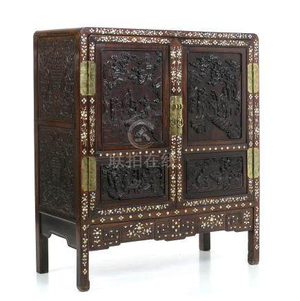 Chinese Hongmu cabinet with mother-of-pearl