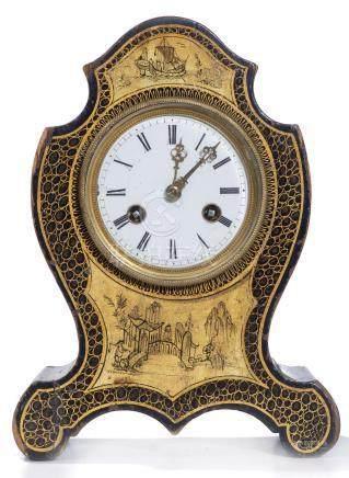 Petite horloge de table à boîtier en bois à décor en laque noire