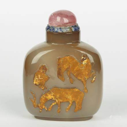 CHINESE AGATE CARVED SNUFF BOTTLE