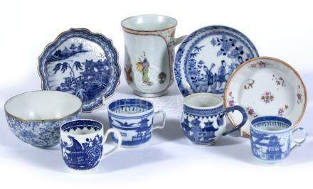 Porcelain baluster tankard Chinese, Qianlong, three Chinese blue and white small cups, two saucer