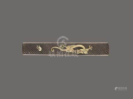 A FINE SHAKUDO KOZUKA HANDLE DEPICTING A GOLD DRAGON BY HIDE
