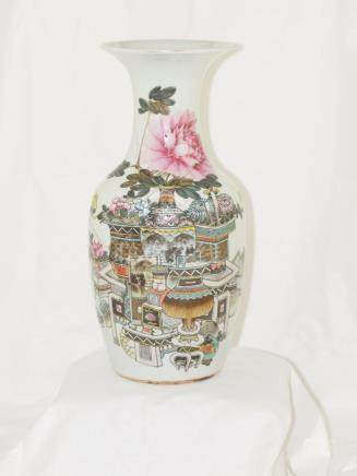 Chinese porcelain vase Famille rose early 1900