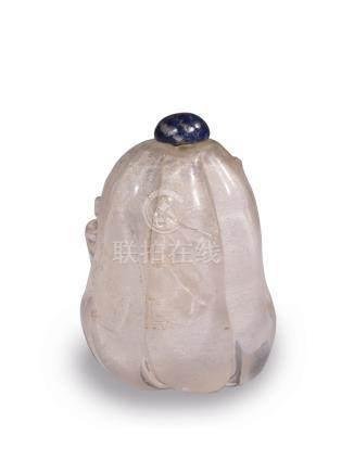 FLACON TABATIERE en cristal de roche à décor de citrouille. Chine début XXe siè