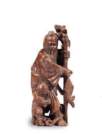 PECHEUR debout et son enfant, en stéatite.  Chine XXe siècle H. 18 cm
