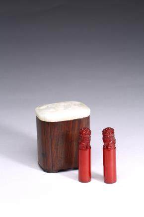 A WHITE JADE ROSEWOOD BOX WITH TWO SEALS