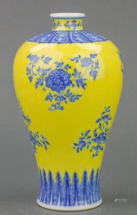 Chinese BW Yellow Ground Porcelain Vase Qianlong