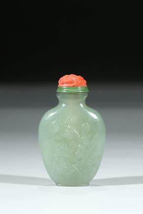 A HARDSTONE 'CHILONG' SNUFF BOTTLE