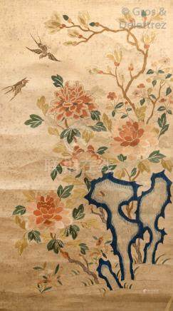 Chine, époque Qing  Broderie aux fils de soie sur soie, représentant des pivoin