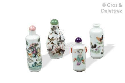 Chine, XIXe siècle  Lot de quatre flacons tabatières en porcelaine et émaux de
