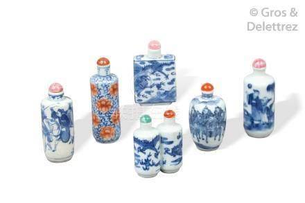Chine, XIXe siècle  Lot comprenant six flacons tabatière de formes diverses don