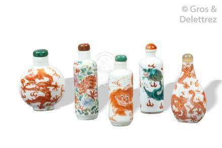 Chine, XIXe siècle  Flacons tabatières en porcelaine, certains famille verte, à