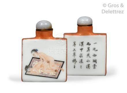 Chine, vers 1900  Deux flacons tabatières quadrangulaire en porcelaine et émaux