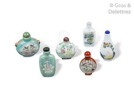 Chine, XIXe siècle  Ensemble de six flacons tabatières de formes diverses dont