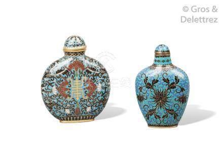 Chine, période Qing Flacon tabatière de forme balustre aplatie en cuivre et ém