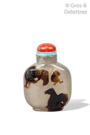 Chine, XIXe siècle  Flacon tabatière de forme balustre en agate beige veinée de