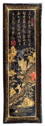 Chine, XVIIe siècle Petit présentoir rectangulaire en bois laqué noir rehaussé