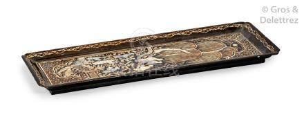 Chine, XIXe siècle Petit présentoir rectangulaire en bois laqué noir incrusté